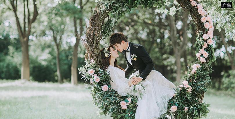 花的秋千总是浪漫故事的开端,在最美好的年纪遇见最心动的人,然后沉沦痴迷半生